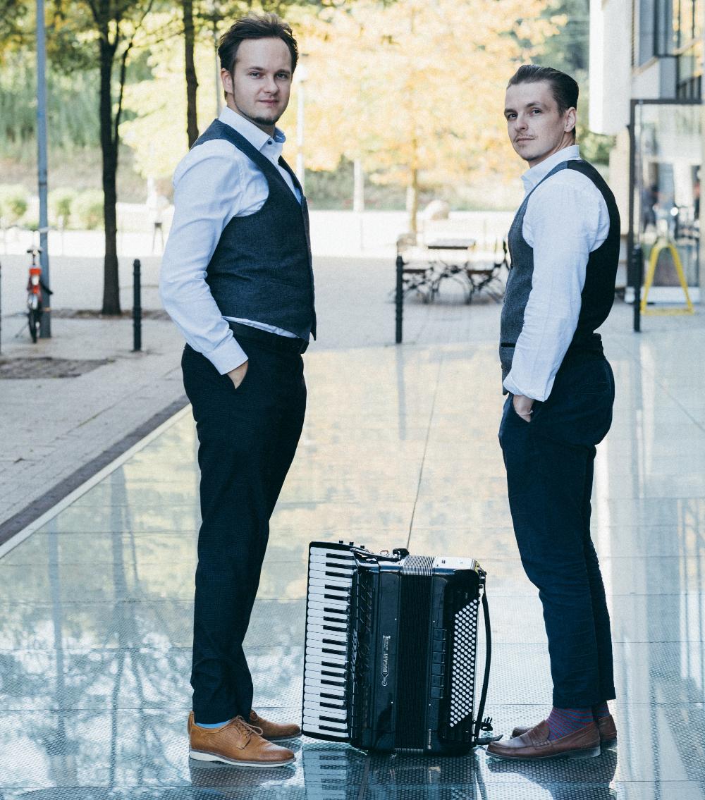 Gnesis Duo: Klavier und Akkordeon